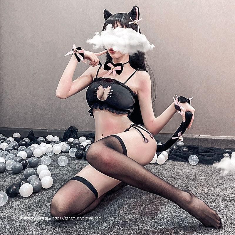 俏皮可爱猫兔女郎露乳三点式套装激情床上诱惑超骚制服女